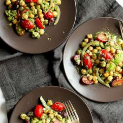 Easy-Mediterranean-Pesto-Chickpea-Salad
