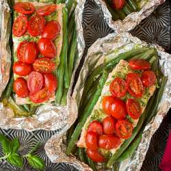 Pesto-Salmon-and-Italian-Veggies-in-Foil