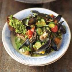 Pesto-mussels-&-toast