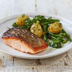 Salmon-&-pesto-dressed-veg