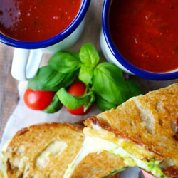 Pesto-Grilled-Cheese-with-Roasted-Tomato-Soup