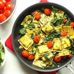 Pesto-Ravioli-with-Spinach-&-Tomatoes
