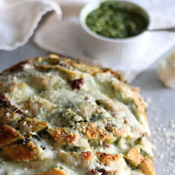 Cheesy-Pesto-Sundried-Tomato-Pull-Apart-Bread