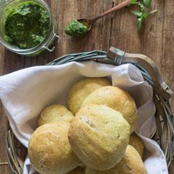 Homemade-Pesto-Dinner-Rolls