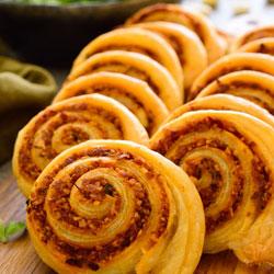 Vegan-Pinwheels-with-Sun-Dried-Tomato-Pesto